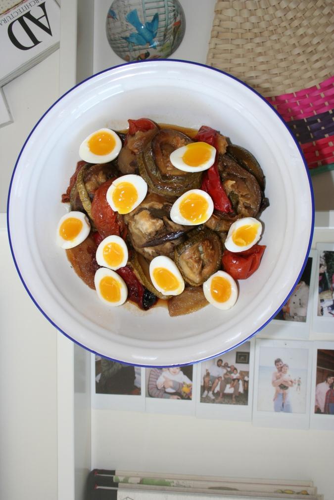 verduras y huevos de codorniz ponlo en tu mesa